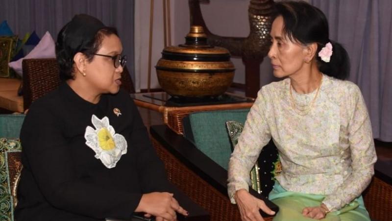Menlu Retno Marsudi dan Aung San Suu Kyi