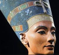 Nefertiti tras Tutankamón