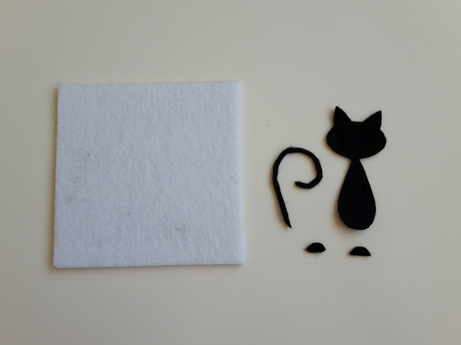 Inne rodzaje JustMadeArt: Biała podstawka pod kubek z kotem SV84
