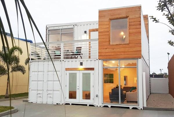 Современный загородный дом из контейнера
