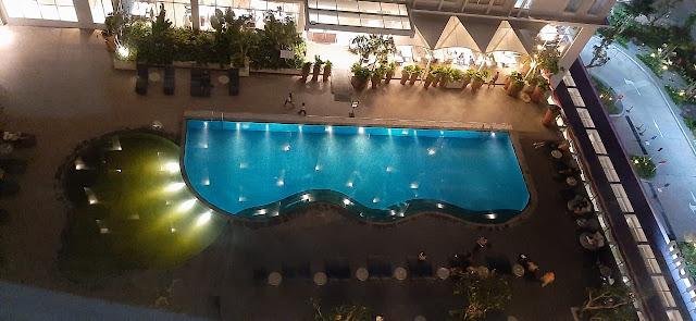 View kolam renang dari kamar Hotel Ibis Samarinda
