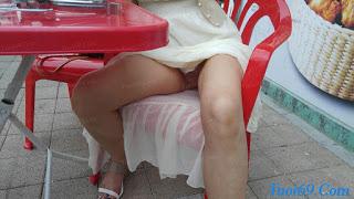 Đang đi ăn thì cô ấy đãng bung lụa...Mời các anh xơi^^