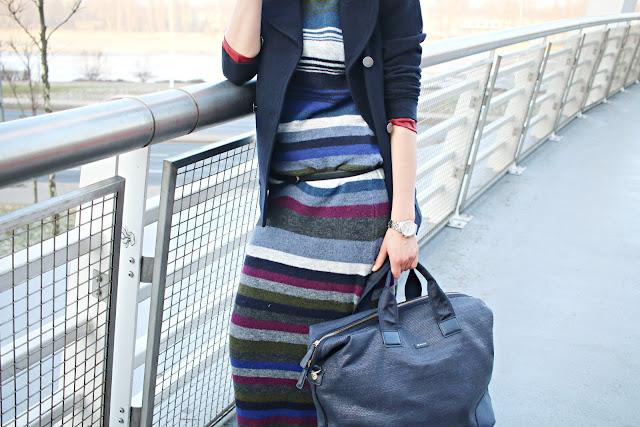 długi sweter, sukienka swetrowa, co nosic zima, moda zima, benetton, gant, welurowe buty, aksamit, trendy, novamoda style, Novamoda streetstyle,  sukienka dzianinowa, swtrowa sukienka, sukienka maksi z wełny, aksamitne buty, moda po 40ce, blog modowy, modowy blog, blogerki modowe,