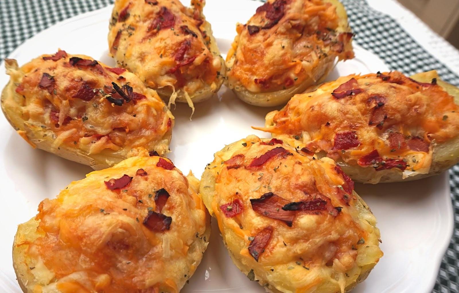 Patatas rellenas de atún, bácon y queso. Barquitos de patata.