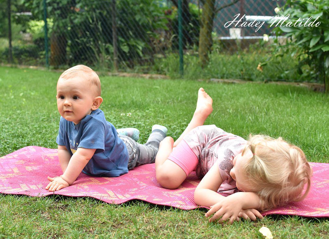 sourozenci, nespící batole, batole, roční dítě, spánek miminek