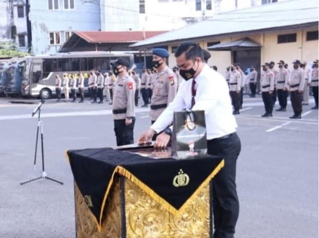Kapolda Sumsel Berikan Penghargaan Pada Kasatreskrim Polres Banyuasin
