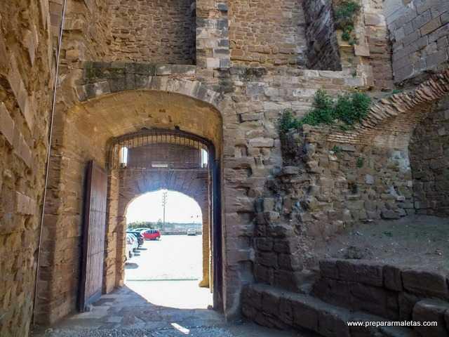 puerta de acceso a la Seu Vella de Lleida