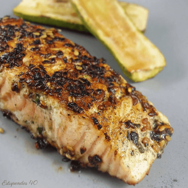 Lomos de salmón con sésamo y espirulina