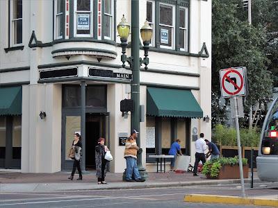 301 Main St, Houston, TX 77002 - Corner restaurant space