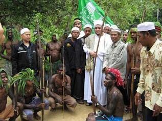 Masya Allah !!! Pusaka Milik Kepala Suku Papua Berumur Ratusan Tahun Ternyata Al-Quran