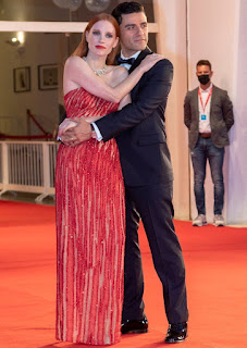 Oscar Isaac posing for picture Jessica Chastain