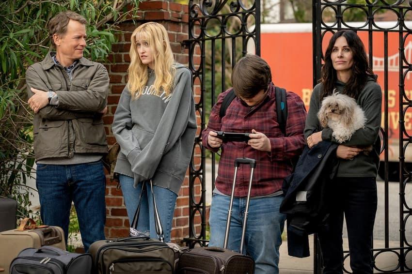 Кортни Кокс снимется в комедийном хоррор-сериале Starz об ужасах пригорода