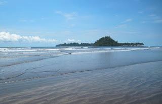 Wisata Pantai Air Manis Kota Padang