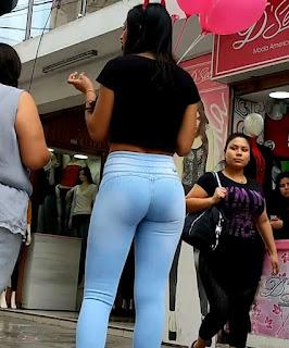 Linda morena pantalones lisos apretados buenas nalgas