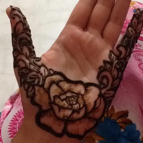 Rose-flowers-with-leaves-mehndi-design