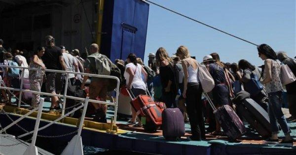 Μαζική έξοδος των Αθηναίων - Το «αδιαχώρητο» στα λιμάνια