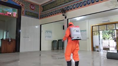 ACT dan TDA Bandar Lampung Lakukan Penyemprotan Disinfektan untuk Cegah Corona di Dua Masjid