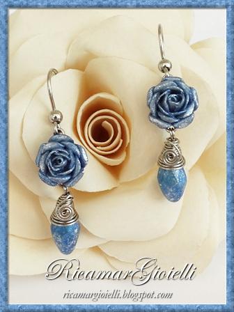 Orecchini con rose in carta e wire wrapped crystal drop