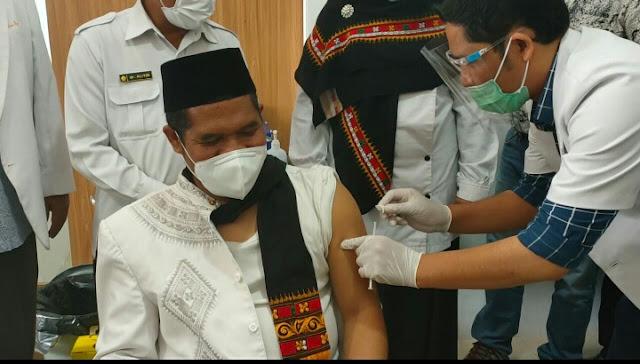Launching vaksinasi penyuntikan perdana vaksin Oleh Wakapolres dan Bupati