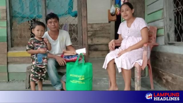 LKS Alamanda Dan Anggota DPRD Tanggamus berikan Bantuan Sembako dan Uang Tunai Untuk Jumantara Di Pekon Negeri Ratu