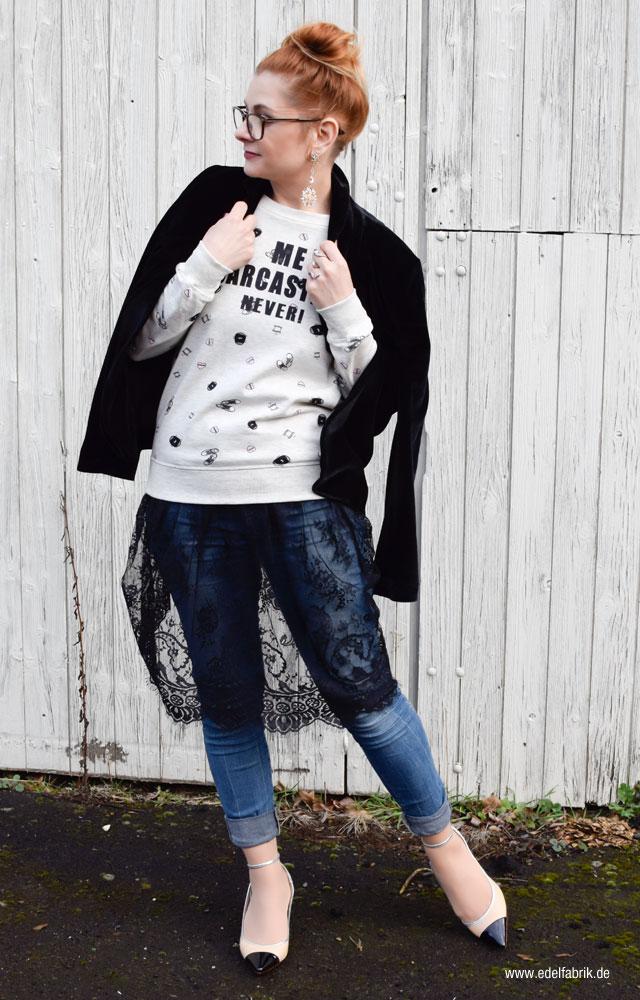 Blaue Skinnyjeans, beige schwarze Slingpums, Kleid transparten, Unterwäsche