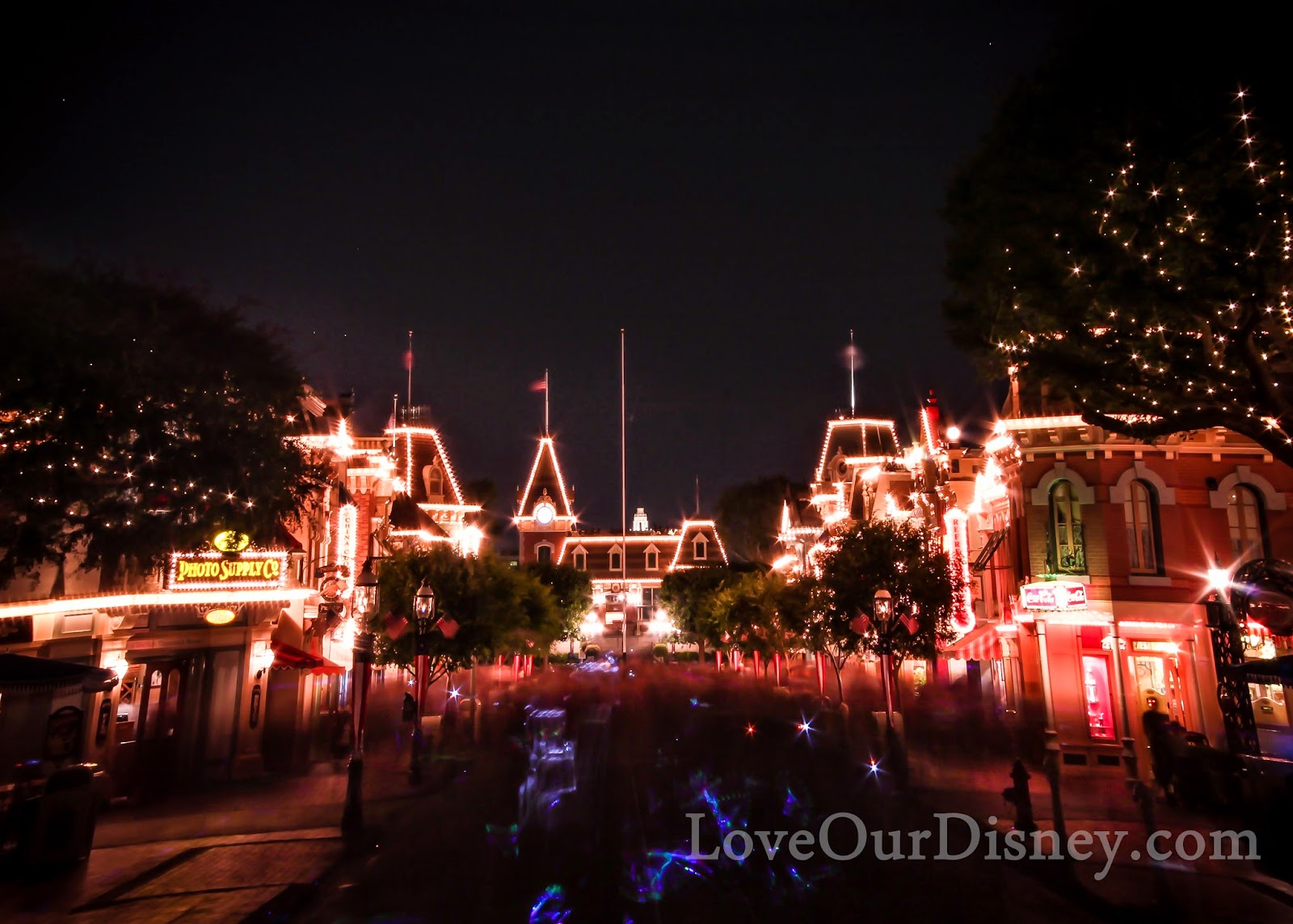 Do you know these 23 Disneyland Tips? Great to know about Main Street. LoveOurDisney.com