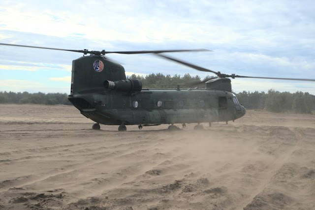 Dutch helicopters train sand