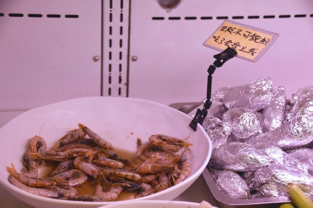 【高雄|林園】阿香澎湖碳烤,超激推高雄海鮮燒烤吃到飽,限量每日漁獲,多元海鮮品項!吹著海風看夕陽超Chill!旁邊加碼水母公園,可愛水母超貼近你生活!🍃
