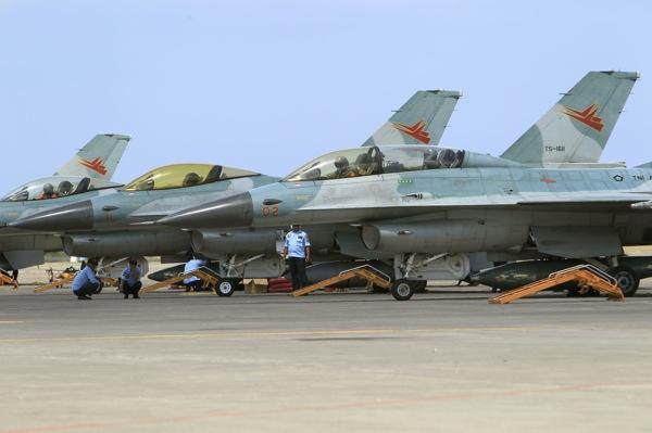 TNI AU Siagakan Pesawat Tempur Hadapi Komunis Cina