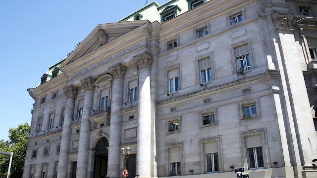 El expresidente del Banco Nación engrosa la lista de macristas con problemas judiciales en Argentina