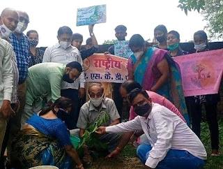 पौधरोपण आज की महती आवश्यकताः डा. अखिलेश्वर शुक्ला  | #NayaSaberaNetwork