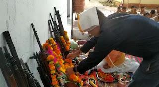 मां दुर्गा की पूर्ण विधीविधान पूजा पश्चात हुआ शस्त्र पूजन