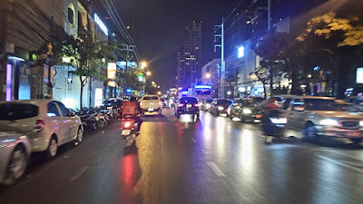 夜のトンロー通り