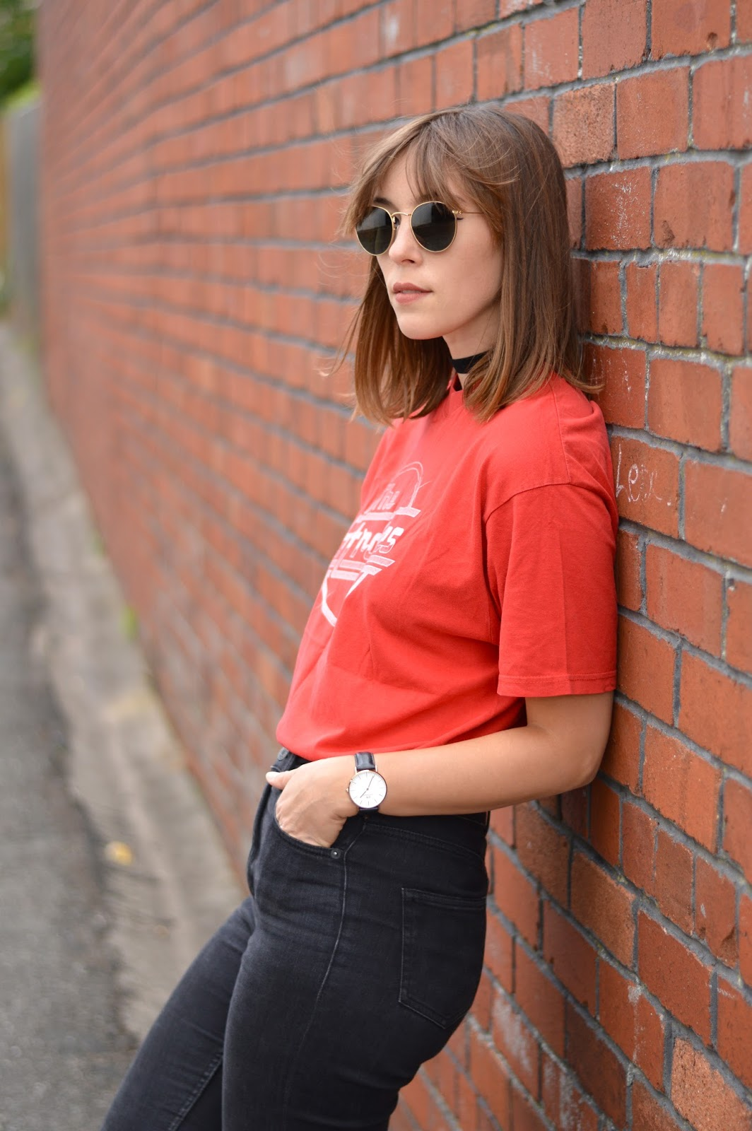 Basic style band t-shirt, skinny jeans, converse