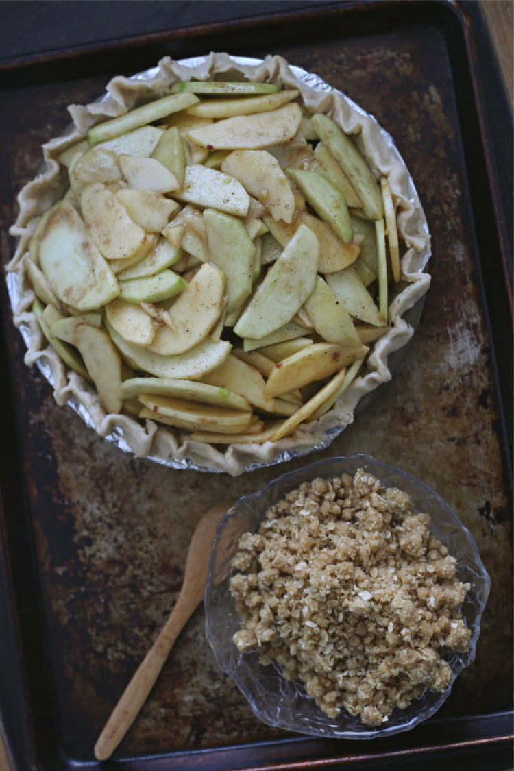assembling apple crumb pie