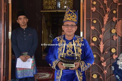 Kapolda Jambi Terima Penghargaan Karang Setio dari Lembaga Adat Kab. Batang Hari
