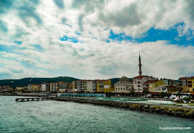 Porto da cidade de Eceabat, Turquia, de onde partem ferryboats para as ruínas de Troia