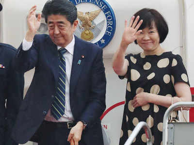 Donald Trump Hosts Japan Pm Five Days Before Summit With Kim Jong