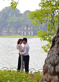 目前與越南籍配偶結婚我國審核日趨嚴格,於越南台北文化辦事處辦理時,視情況面談官可能要求提供父母知悉同意書,(常見於父母沒有至越南參加婚禮的),此同意書通常還要透過公證人公證