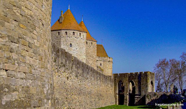 Porta Narbonnaise, acesso à cidade amuralhada de Carcassonne, França