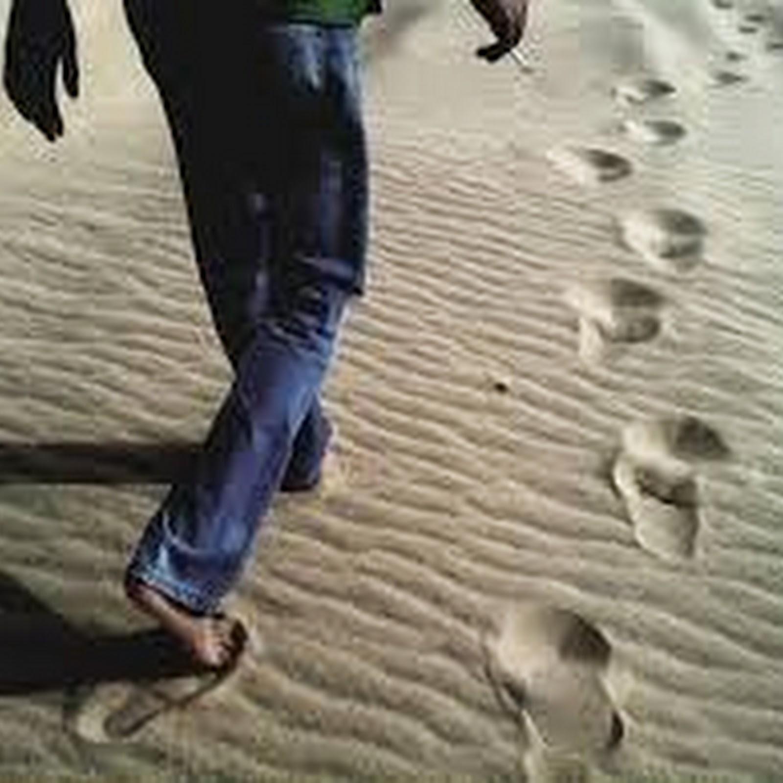 bf9378377 فوائد طبية للمشي حافي القدمين , وربما نعجب أن النبي صلى الله عليه وسلم كان  أول من أوصانا بذلك .ما الفرق بين المشي حافي القدمين أم ان تلبس حذاء !