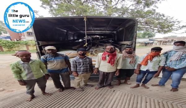 अठमोहान एसएसबी ने सीमावर्ती क्षेत्र से 60 बोरा खाद के साथ 7 तस्करों को लिया हिरासत में