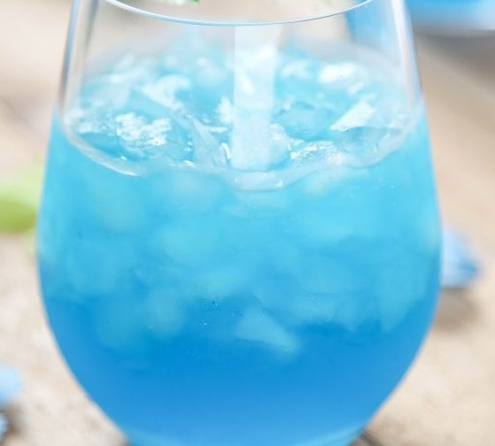 BLUE MARGARITAS #drinks #cocktails
