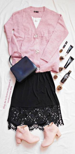 Čierna sukňa s čipkou Bonprix Pletený sveter s ozdobnými gombíkmi Bonprix Blog de la Licorne