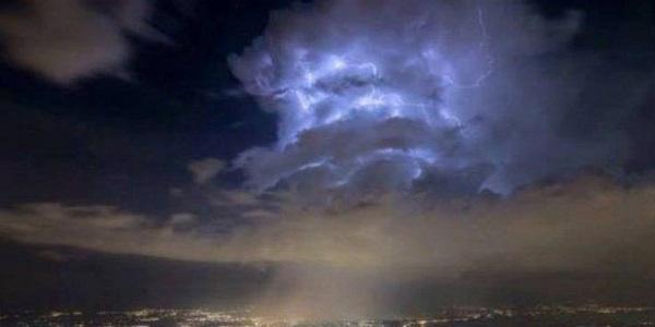 Περίεργα σύννεφα πάνω από το CΕRΝ προκαλούν ανησυχία | Βίντεο