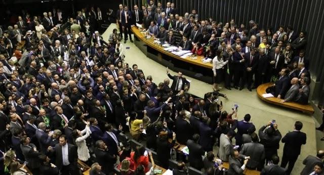 A Câmara dos Deputados aprovou nesta noite, em segundo turno, o texto-base da proposta de reforma da Previdência, o mesmo aprovado na Casa no último dia 10, em primeiro turno.