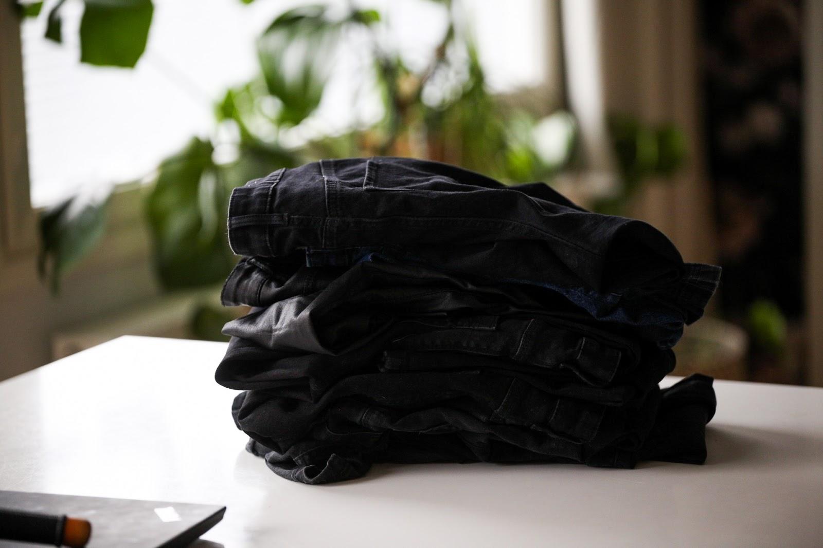 vaatekaapin siivous ja järjestäminen