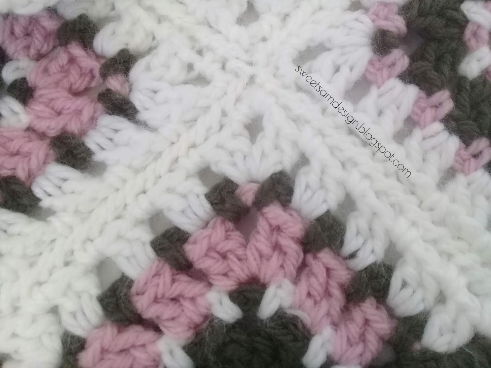 ORIGINAL Triangle au Crochet (explications et grille gratuites)
