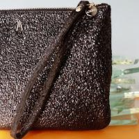 https://vivafrida.ch/collections/portemonnaies/products/pochette-crispy-noir
