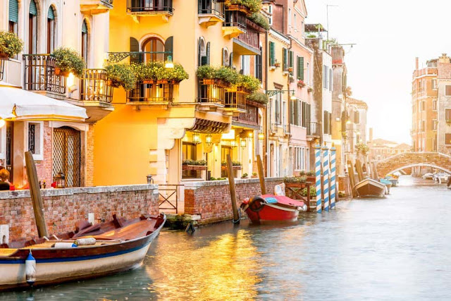 DORSODURO, GRAND CANAL, ITALY